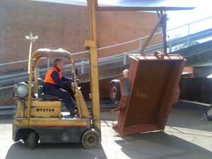 Lifting the trailer with a forklift